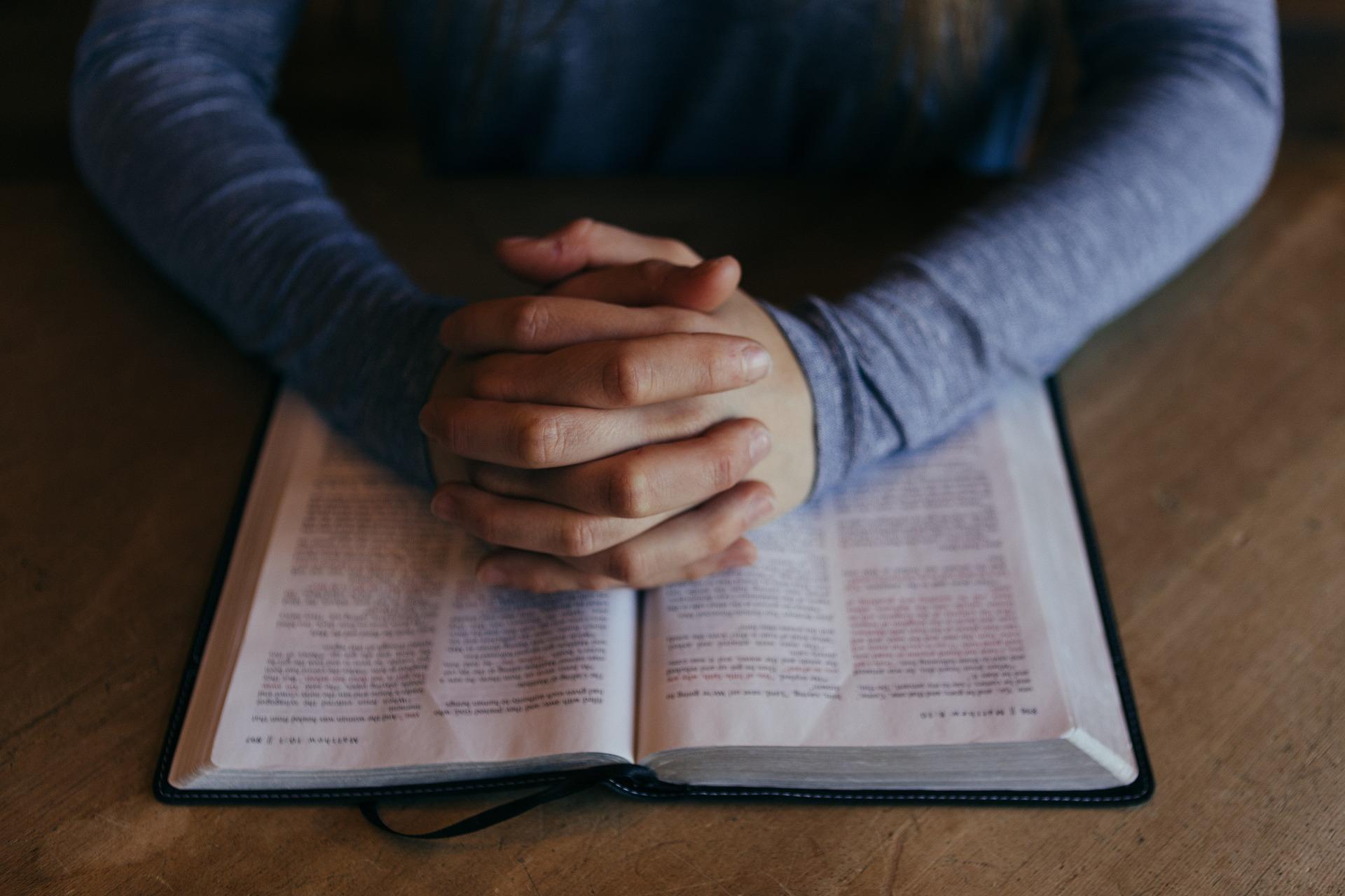 Kristna böcker och prästkläder